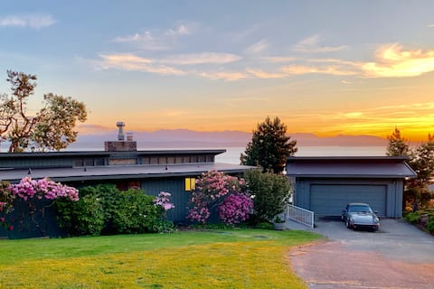 Whidbey Mid-Century Modern Waterfront Escape