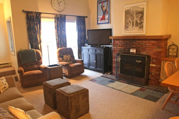 Whiffletree B8 Great location with shuttle bus to base lodges and ski home