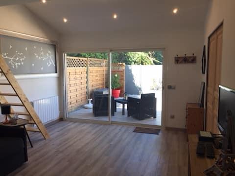 Grande chambre,terrasse privée,accès indépendant.