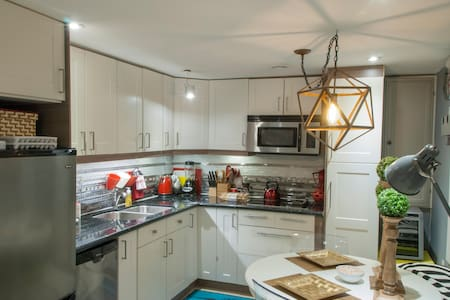 Executive Centrally Located Condo in Waterloo - 滑铁卢 - 公寓