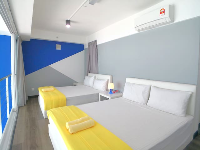 There are 2 queen size beds overlooking the sea view at the master bedroom at mezzanine floor.  All of our bedrooms are fully air conditioned.