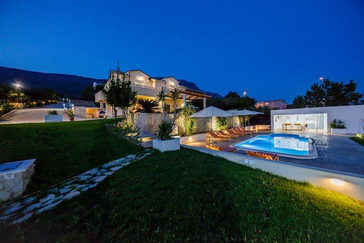 Villa Jelena with heated pool