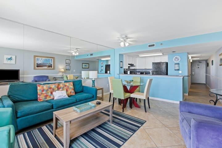 Beach-chic 18th floor condo w/ gulf-front views! Indoor & outdoor pool on-site!