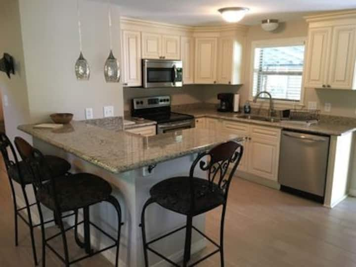 Azalea Cottage - Ocean Springs perfect location!