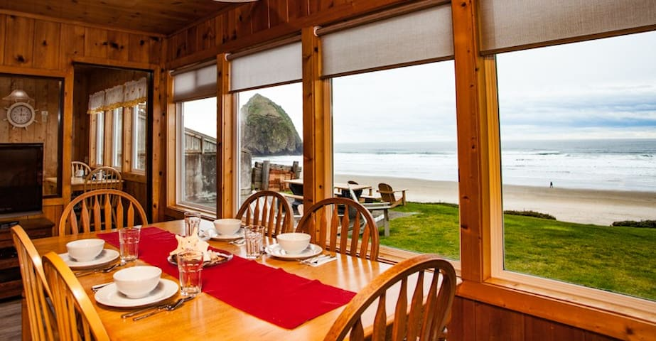 Ocean Front with gas fireplace family friendly Windjammer # 396