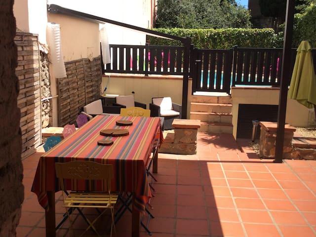 Charmante maison de village rénovée avec jardin - Trouillas - Hus