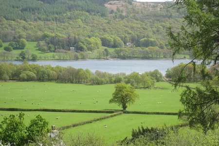Lake District cottage with lake views - Coniston