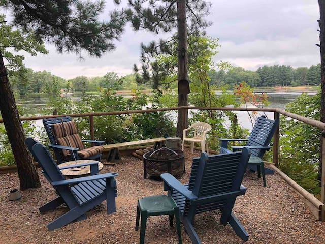 Soaring Pines Lakefront cabin - Fall Prices!
