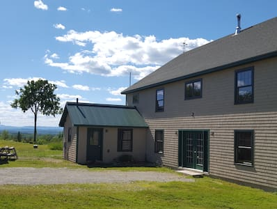 FARM STAY: on a beautiful farm in  Maine