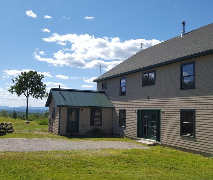 FARM STAY: on a beautiful farm in  Maine