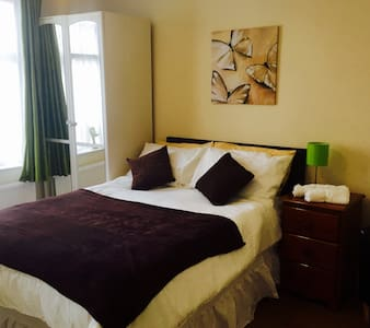 Superior Double/Twin Ensuite Room - Enfield