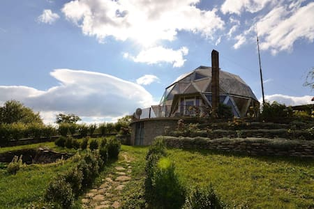 Round house on Romanian hills - Izvoarele
