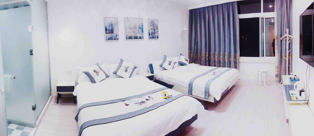 双床房,每张床一米五,配备慕思床垫,80*80支纱床品。