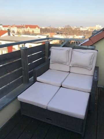 Schicke 3 Raum DG-Wohnung mit Dachterrasse