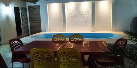 Casa com piscina exclusiva da casa em condomínio