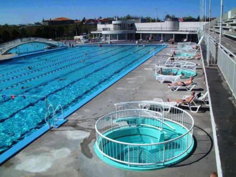 Swimming pool 2,3 km away, Laugardalslaug