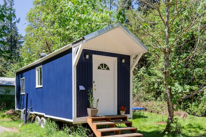 Riverfront Tiny House Retreat with Hot Tub