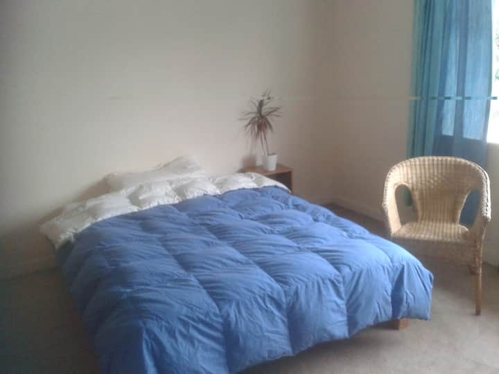 Large room, lovely area, own bathroom, quiet time