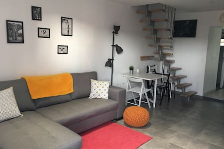 Cozy 2 bed town house in Bernay - Bernay - Casa