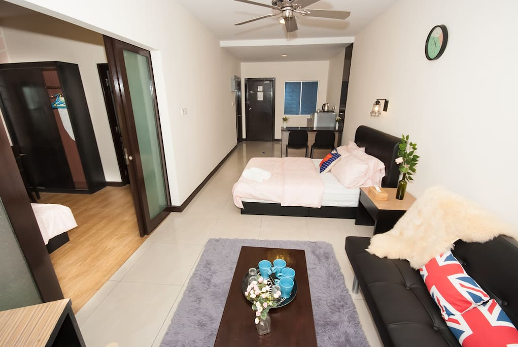 2 Rooms Apartment with Balcony (6-10pax)
