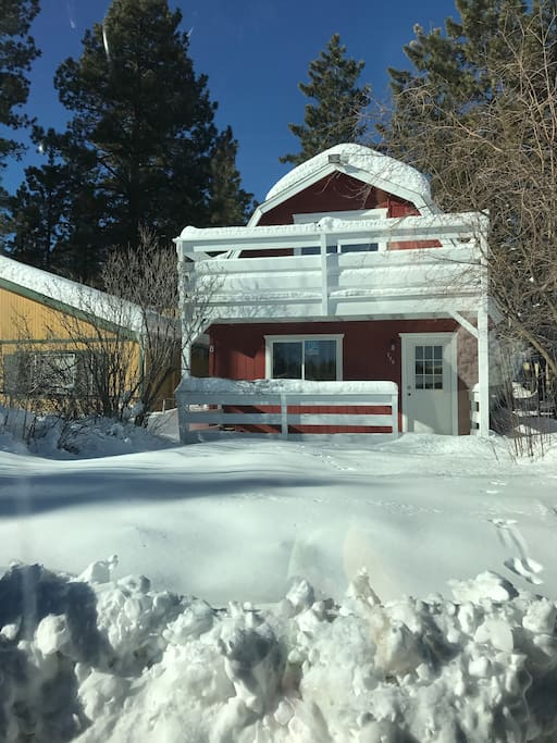 Gambrel style cabin with an upstairs balcony. Room for up to 6...