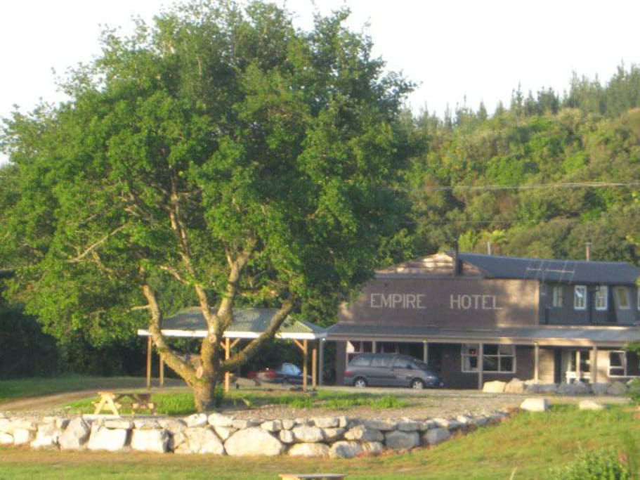 Kaniere Empire Hotel