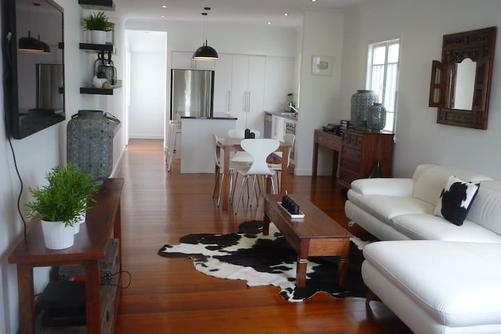 Wavell Hts - Modern, relaxed living - Wavell Heights - Huis