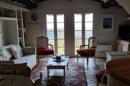 Charming village house with spectacular views - Tourrettes-sur-Loup - 连栋住宅