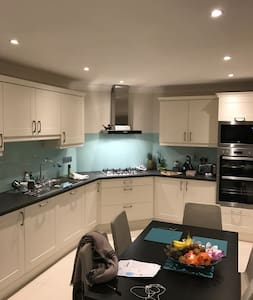 Warm, clean, newly refurbished room in Santry - Santry