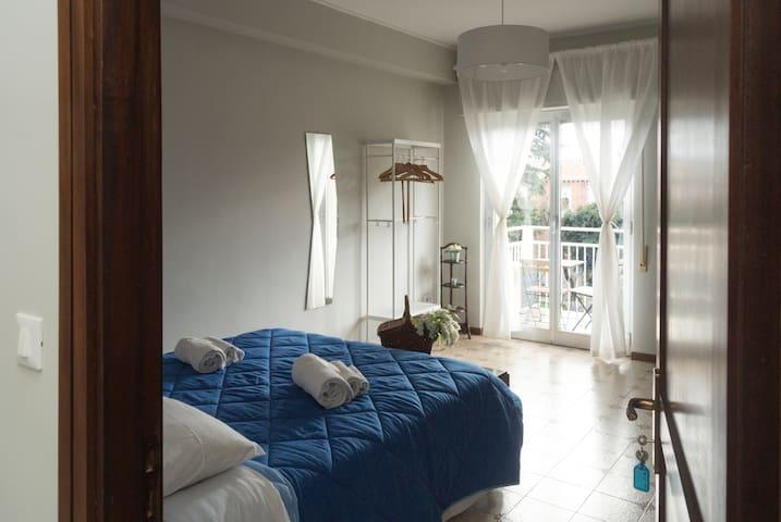 """Room (BLUE) in the center of Palermo """" La Zagara """""""