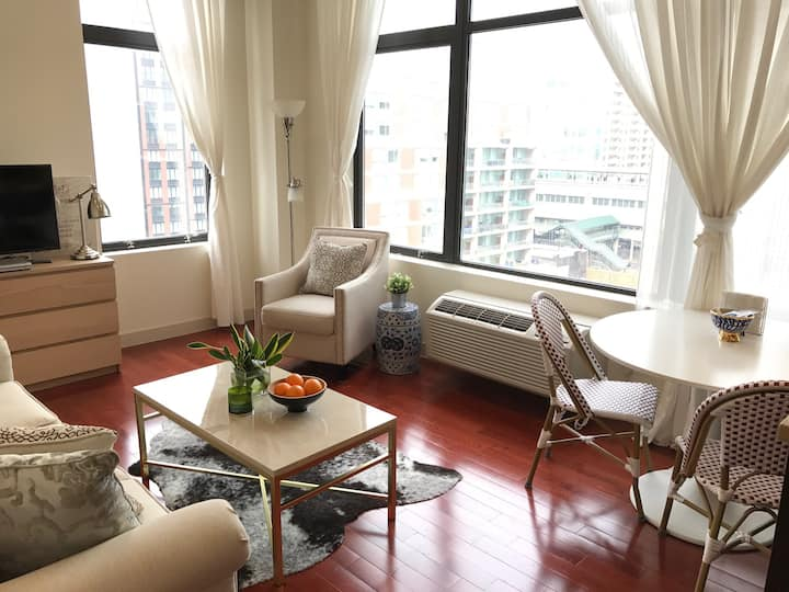 Bright and Airy Apartment - 10 mins from Manhattan