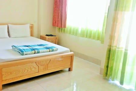 Ngoi Sao: Spotless Room with Balcony