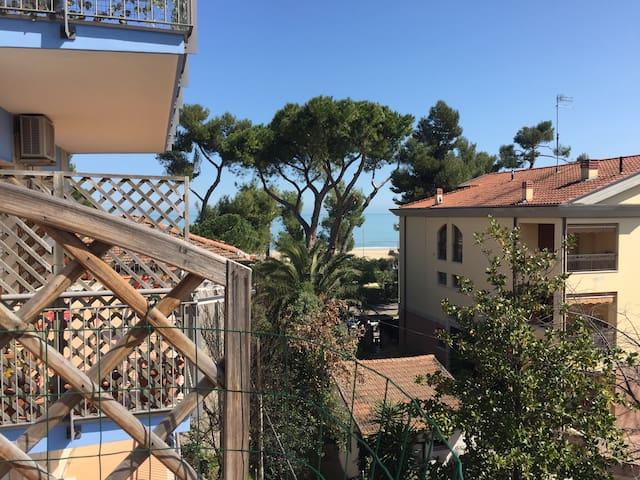 Affascinante casa in prima linea con vista mare - Silvi - Apto. en complejo residencial