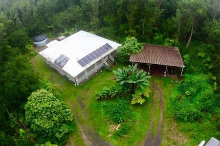 Modern Off-Grid Rainforest Home - Rumah