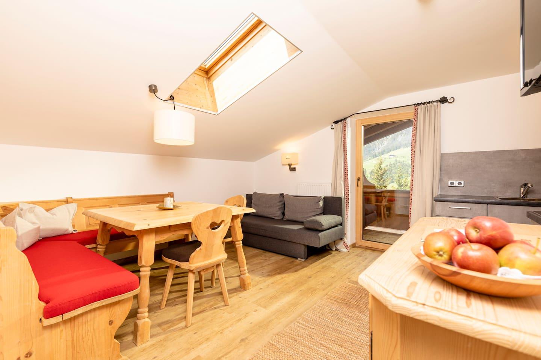 Appartement Nr 5 - Alpbach 2-4 Personen 1 Elternschlafzimmer + 1 Kinderschlafzimmer, Wohnküche offen mit Wohnzimmer, 2 Balkone, 2 Badezimmer (1x Dusche +1xBadewanne) bestens ausgestattet Dachgeschoss