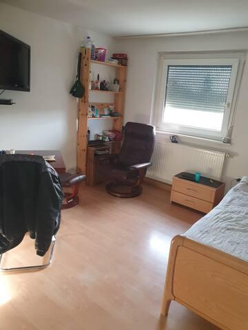 Sunny and Central room in Echterdingen Stuttgart