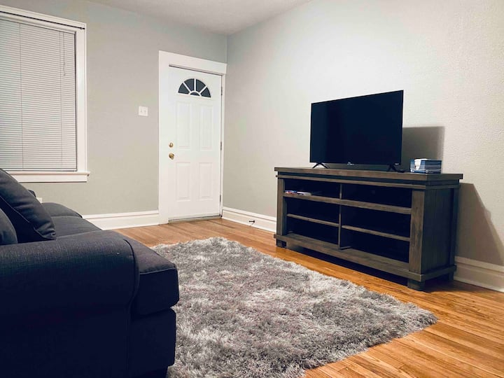 FULLY Furnished Apartment B in Tower Grove