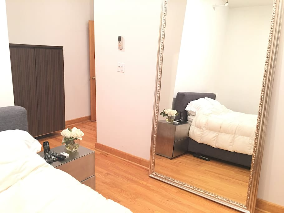 Spacious soho private bedroom private bathroom lofts for Rooms for rent in nyc with private bathroom