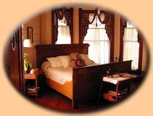The Master Suite at the Pecan Street Inn