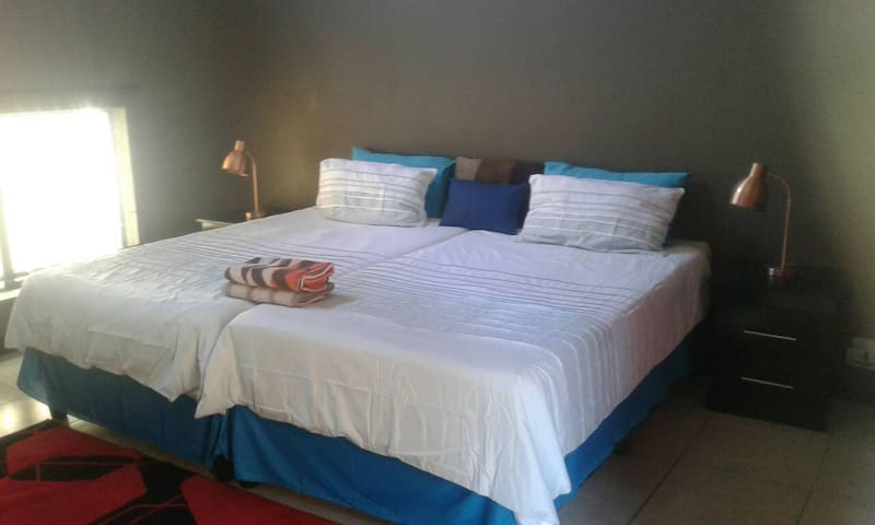 Elegant Fully Private Hatfield Room | WIFI + DSTV