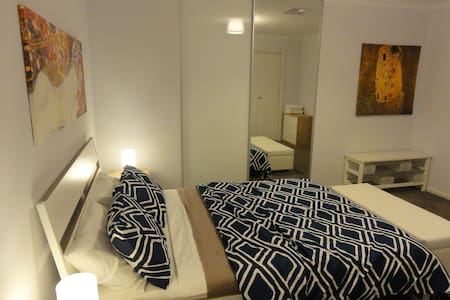 Granny flat close to the CBD - Enfield - House