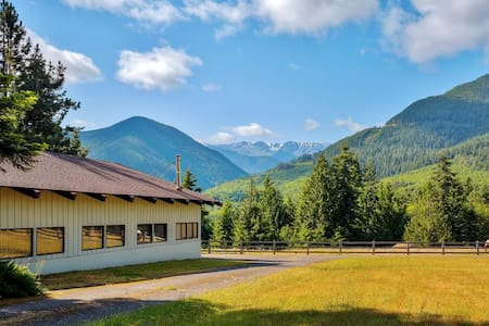 Rustic 1BR Port Angeles House - Cottage