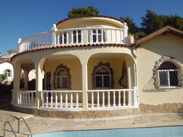 Villa Bateman mit eigenem Pool - Avsallar - Villa