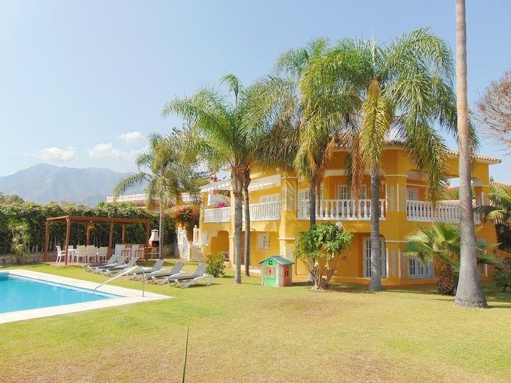 Lovely private villa 5 minutes walk from the beach