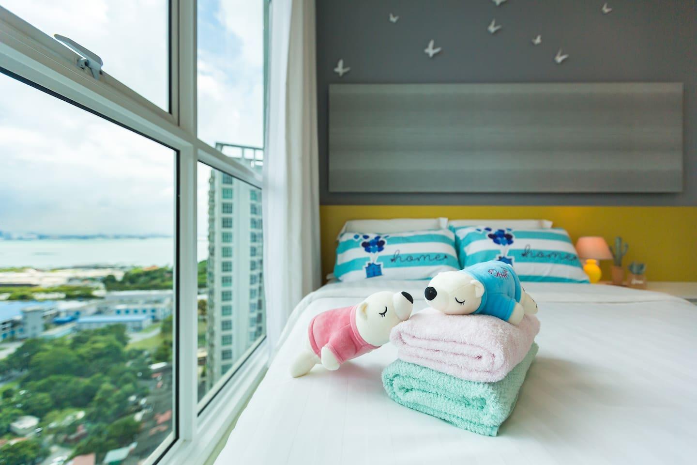 Nice sea-view from the bedroom 从睡房窗户眺望迷人海景。