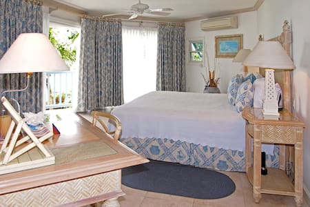 Villas on the Beach 205, Holetown (1 Bedroom) - Holetown - Appartement