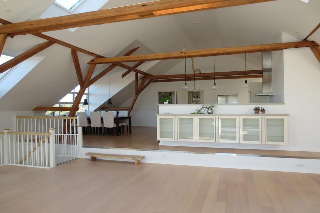 Spisepladsen set fra stuen