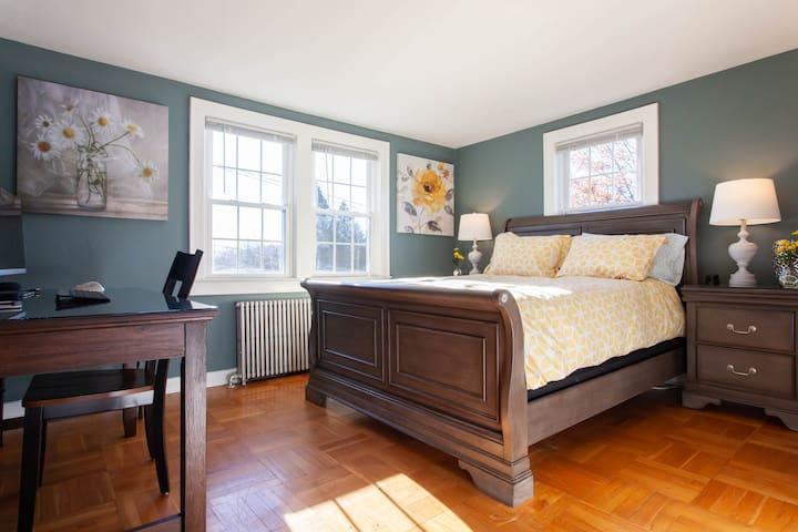 The Safe House - High Tech Apt #3 - 4 beds