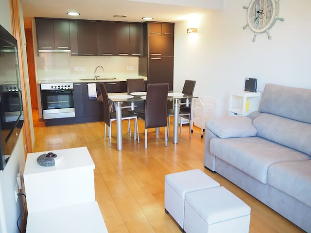 Modern apartment with parking in Palamós