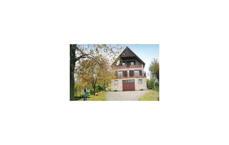 Holiday cottage with 3 bedrooms on 180 m² in Nagymaros